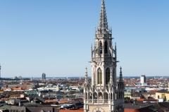 ... auf den Turm des Neuen Rathauses